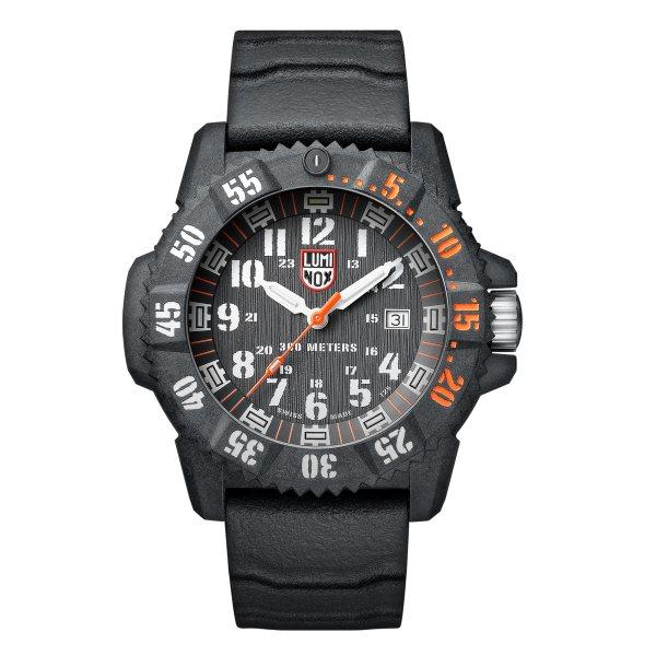 ساعت مچی عقربه ای مردانه لومیناکس مدل XS.3801.C.SET