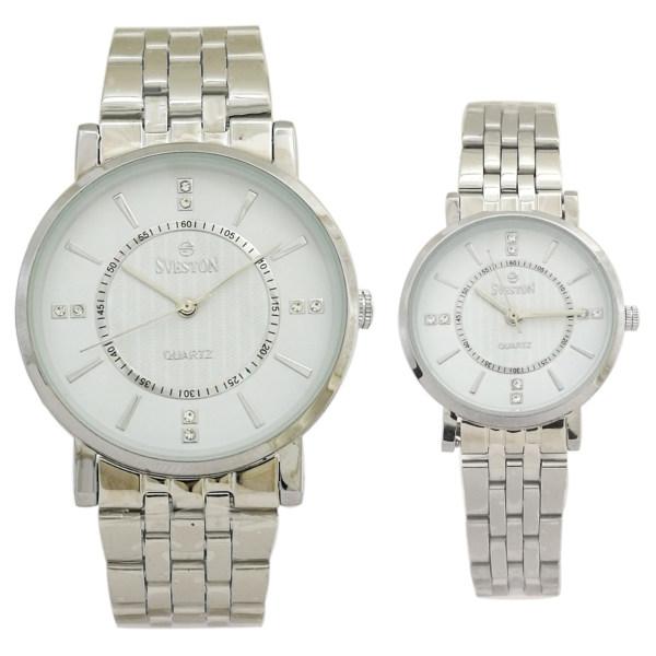 ست ساعت مچی عقربه ای زنانه و مردانه سوستون مدل sv-8172  به همراه دستمال مخصوص کلین واچ